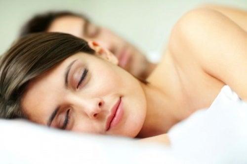 dormir con tu pareja