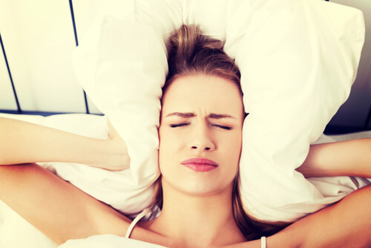 Dolor de cabeza repentino cuando te levantas