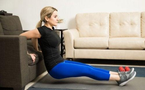 6 ejercicios efectivos para fortalecer los brazos y eliminar