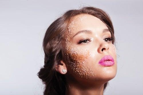 exfoliar la piel con azúcar