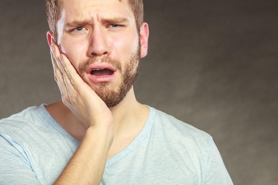 Hombre con sensibilidad dental