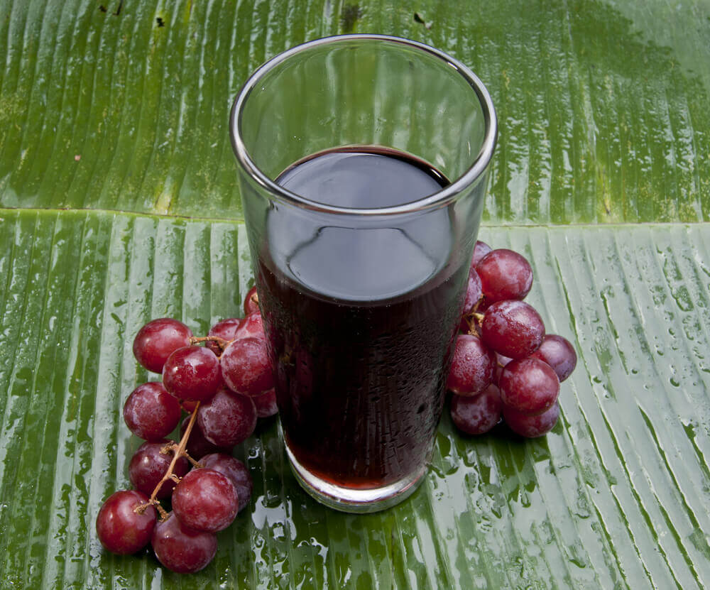 Jugo de uva morada.