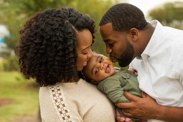 Los besos y los abrazos son la mejor medicina para tus hijos