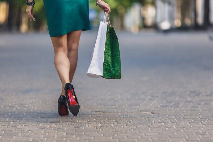 Mujer que hizo compras innecesarias.