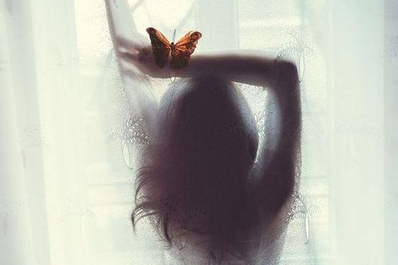 Mujer con mariposa
