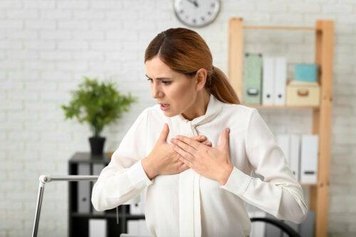 Según un estudio, las migrañas en la mujer se relacionan con enfermedades cardíacas
