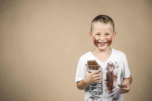 4 simples trucos para quitar manchas de chocolate de tu ropa