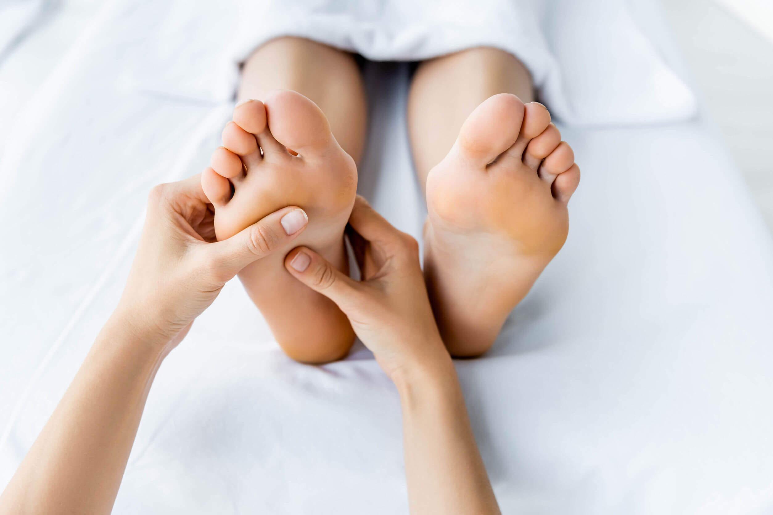 La reflexología para pies puede ser realizada por otra persona o nosotros mismos.