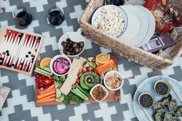 Comer saludablemente para celebrar tu peso ideal.