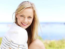 La curva más bonita de una mujer es su sonrisa