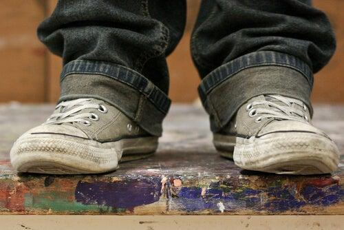Estos son los 5 problemas que llegan al hogar a través de los zapatos