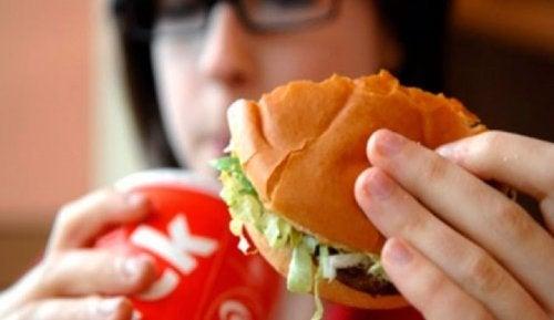 9 alimentos que hacen que nuestro cuerpo huela mal