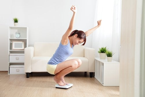 A woman doing exercises in her house.