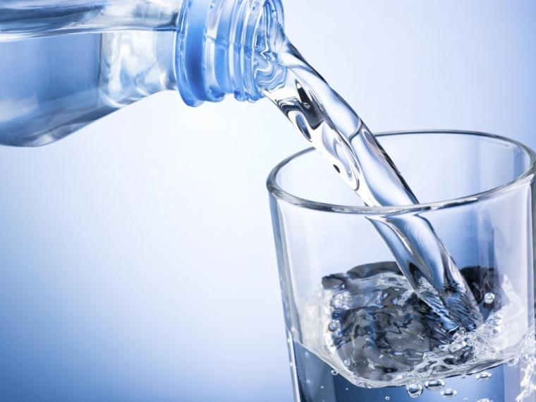 beber agua para combatir la celulitis
