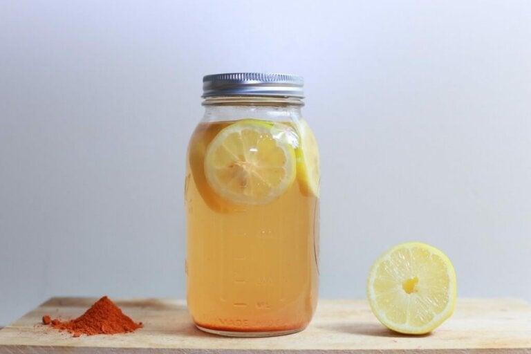 Té de cúrcuma y limón para perder peso