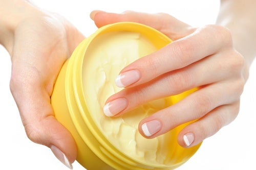 Fabrica una crema casera para cuidar tus cutículas y las yemas de los dedos