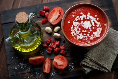 tomate, apio y ajo para reducir la tensión alta