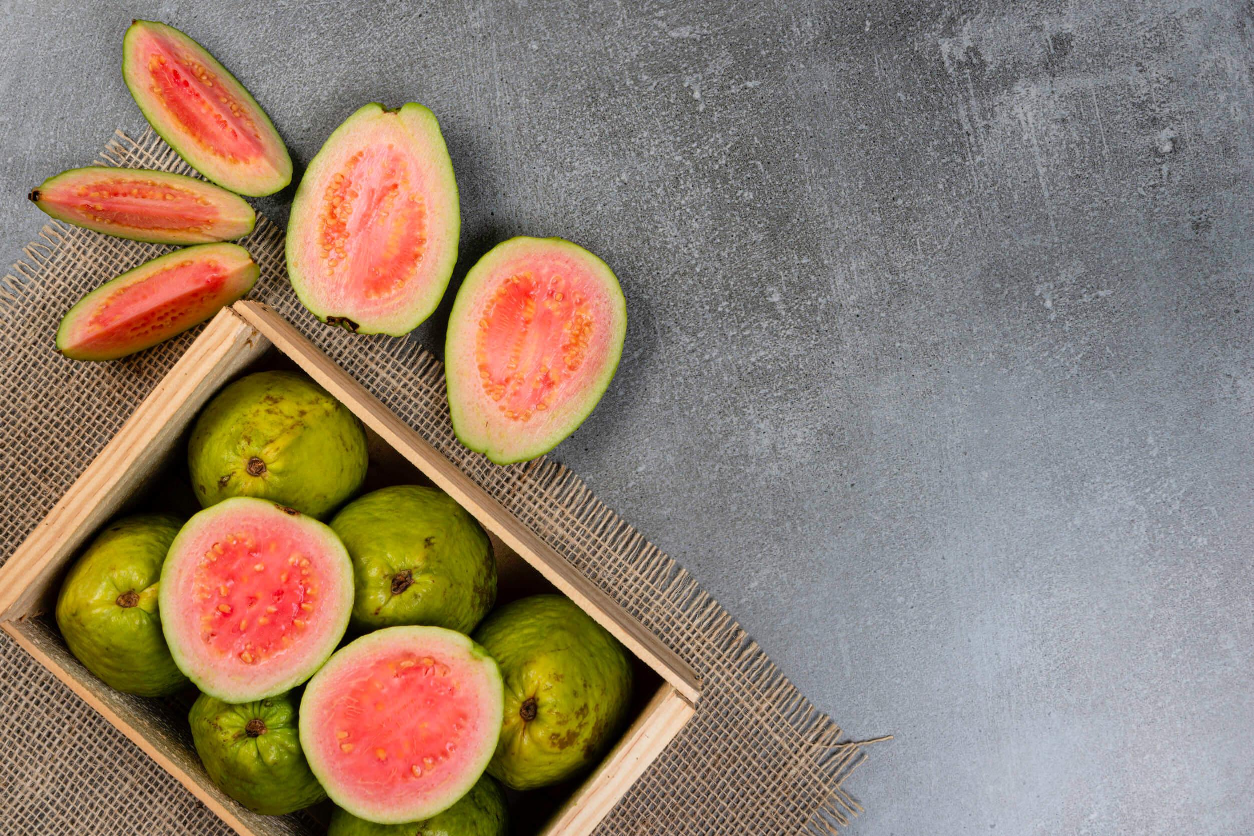 Entre las mejores frutas antioxidantes se incluye a la guayaba.