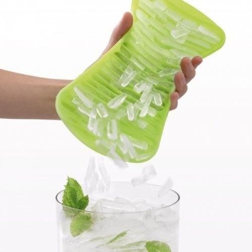 Se puede picar hielo con una olla.