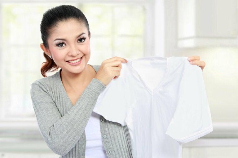 Con estos 5 productos ecológicos tus prendas blancas quedarán relucientes