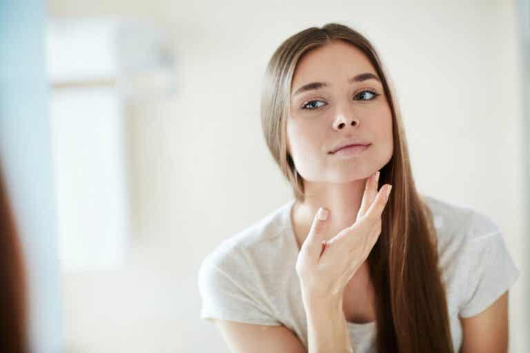 Crema facial nocturna para eliminar las manchas de la piel