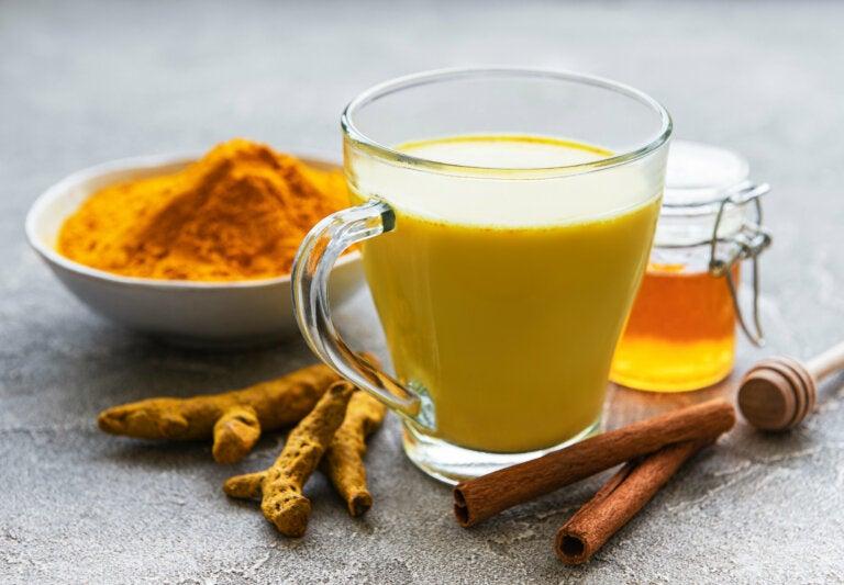 Un remedio natural infalible: cúrcuma con miel de abejas