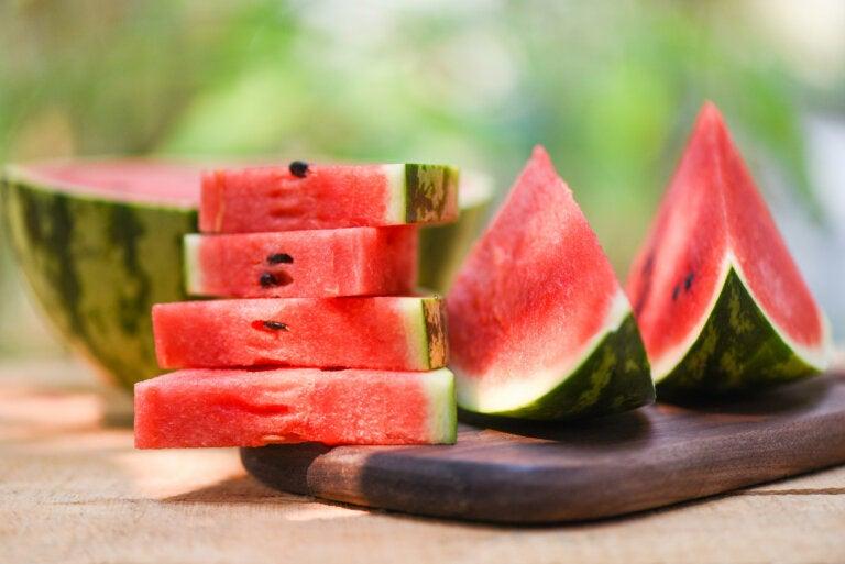 Batido diurético y refrescante de sandía, pomelo y jengibre