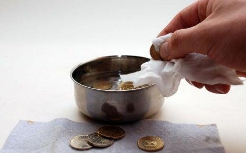 usos-bebida-cola-moneda