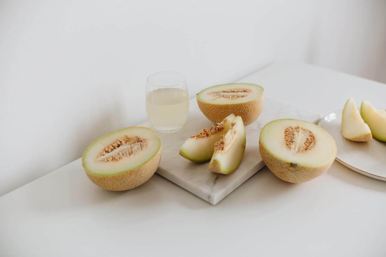Cómo preparar agua de melón para perder peso y dormir mejor