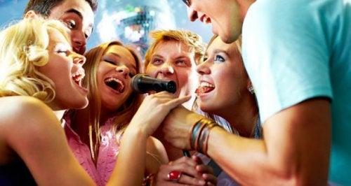 Los 7 beneficios de cantar que quizás no conozcas