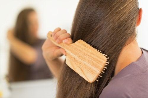 El cepillado diario te ayudará a tener un cabello más suave.