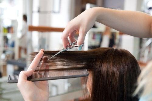 Cortar las puntas en luna llena pueden hacer que tengas un pelo más suave.