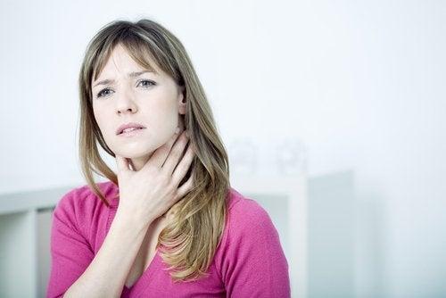 La irritación puede causar dolor de garganta