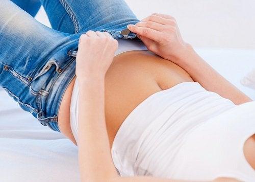 9 peligros de usar la ropa muy ajustada