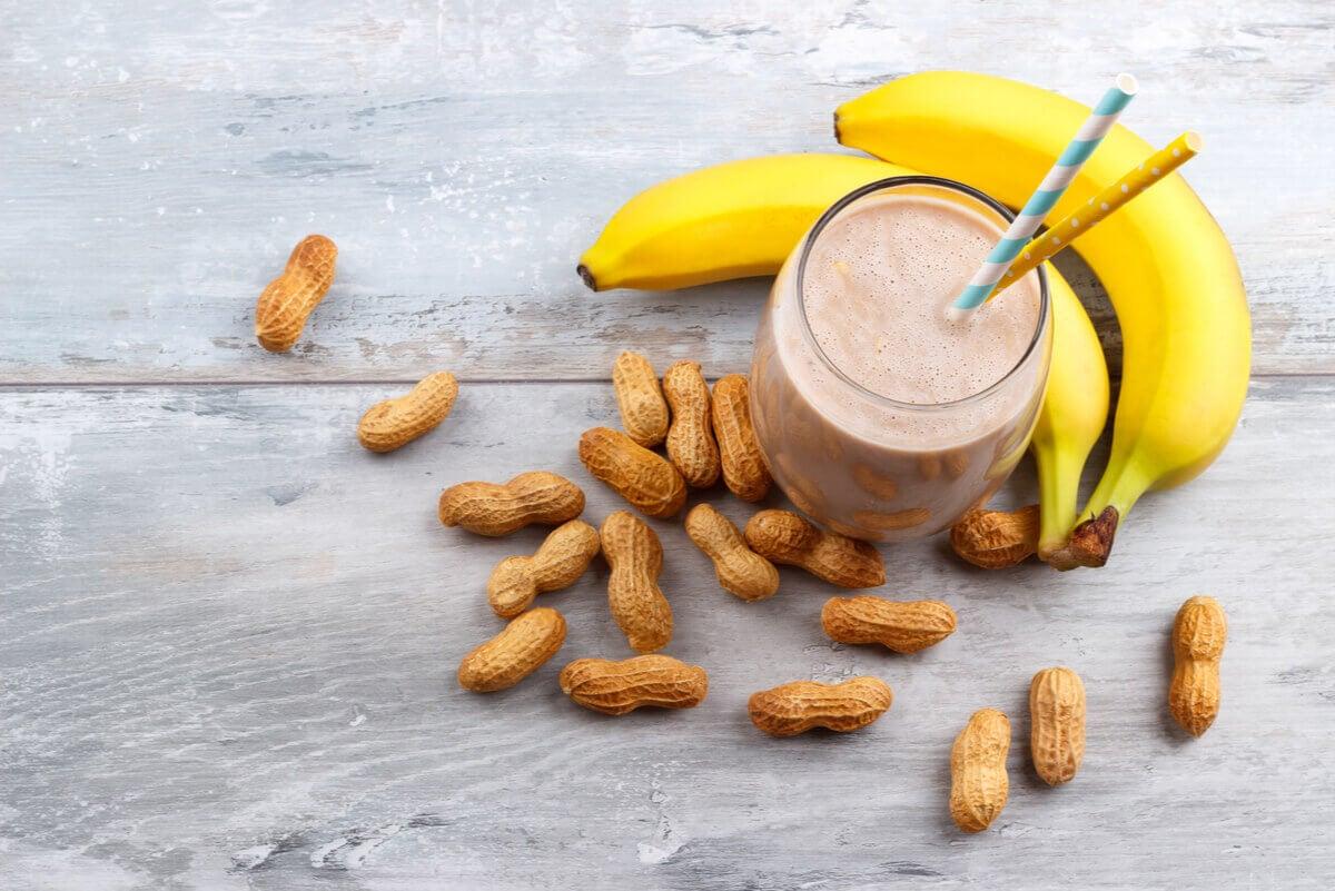 Shake de banana e pasta de amendoim
