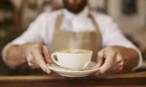Peores ingredientes que puedes añadir a tu café: sabores extras