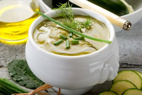 Crema de calabacín y algas para remineralizarte