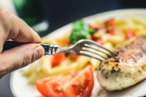¿Cuántas comidas debo hacer al día para perder peso?