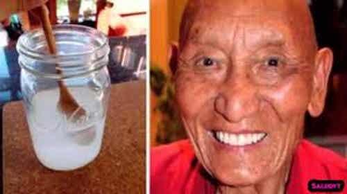 ¿Sabes por qué los monjes tibetanos tienen los dientes blancos y fuertes?