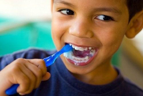 espuma pasta de dientes