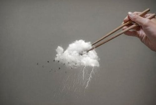 Pauzinhos pegando uma nuvem