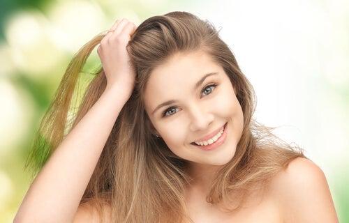 Los 7 mejores tips para tener un pelo más suave y brillante 81b9d8c28e00