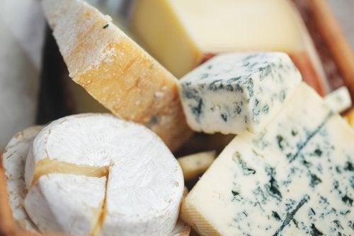 El queso no se puede almacenar en recipientes de plástico