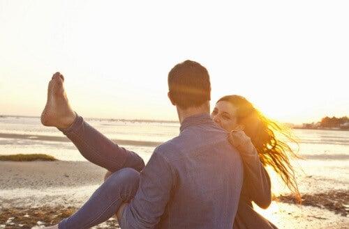 6 hábitos que debes mantener para tener una relación feliz