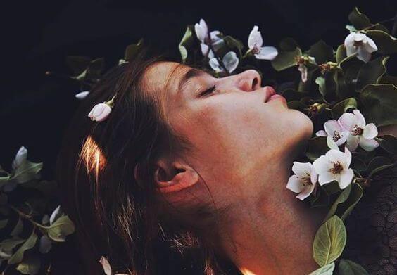 Hay suspiros que encierran más amor que cualquier beso