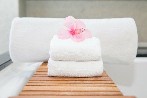 5 métodos caseros para blanquear las toallas sin químicos agresivos