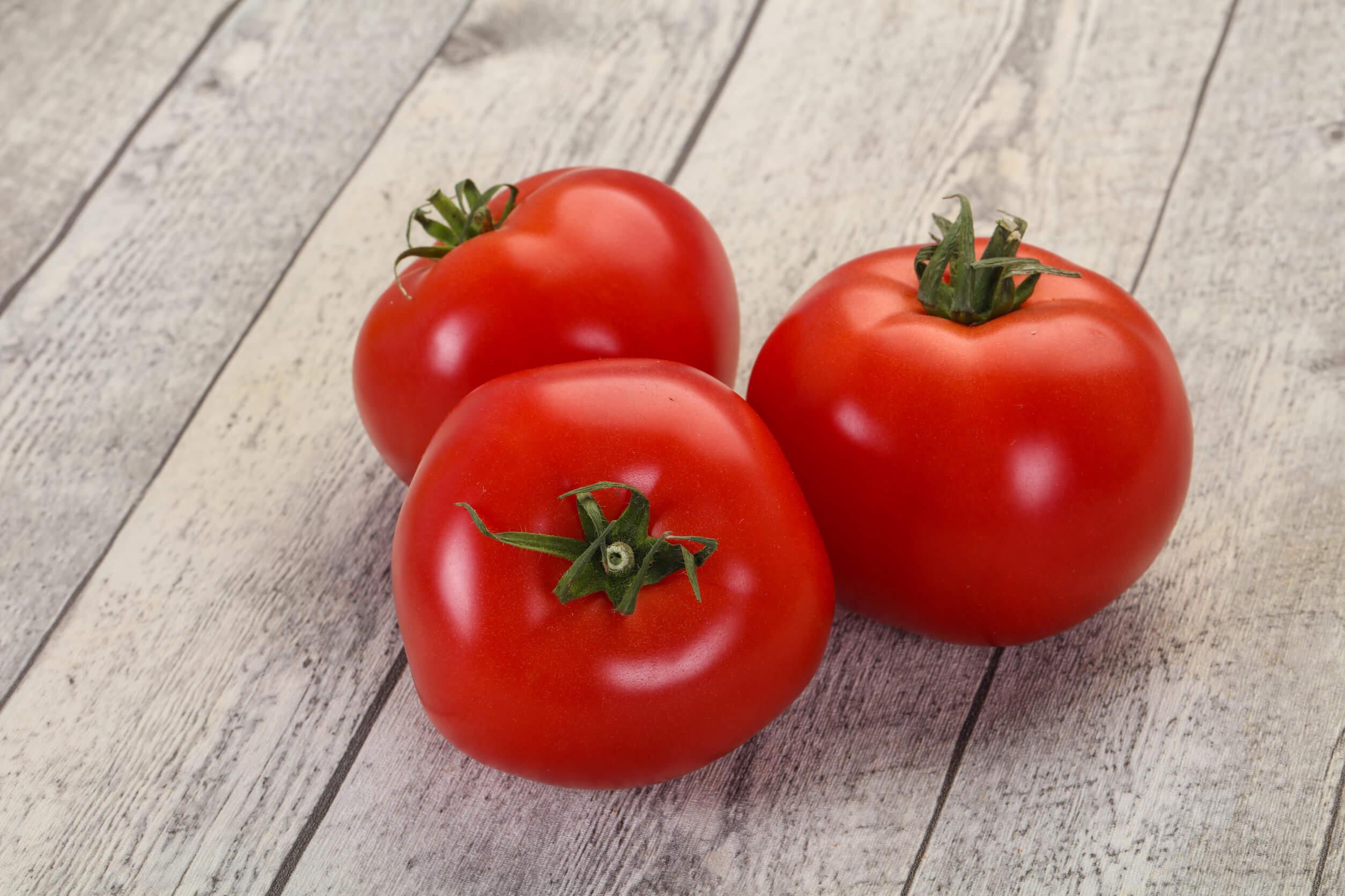 Los tomates activanel metabolismo para combatir la grasa abdominal