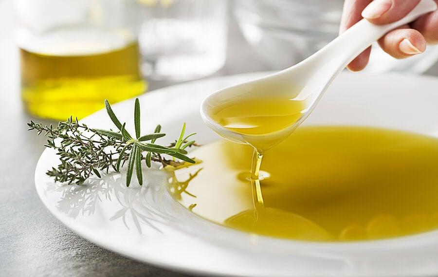 Zumo de limón con aceite de oliva.