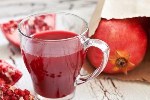 7 increíbles beneficios del jugo de granada — Mejor con Salud