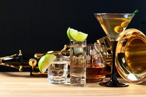 El alcohol puede favorecer el deterioro de la glándula tiroides.